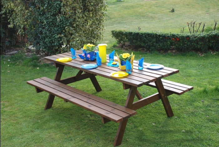 Tavolo da giardino in legno 6 posti con panche om legno for Completi da giardino
