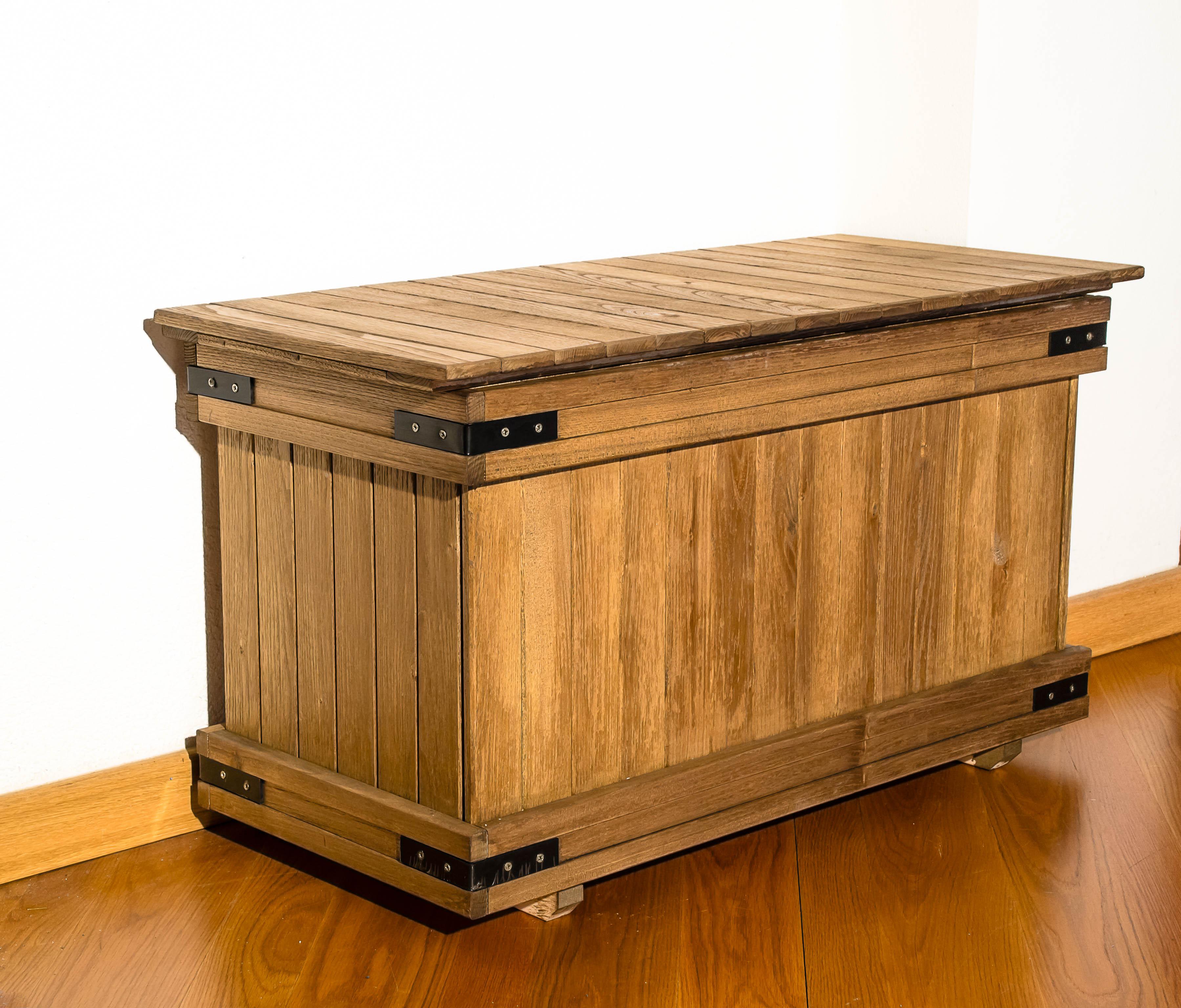 cassapanca in legno per raccolta differenziata robinia