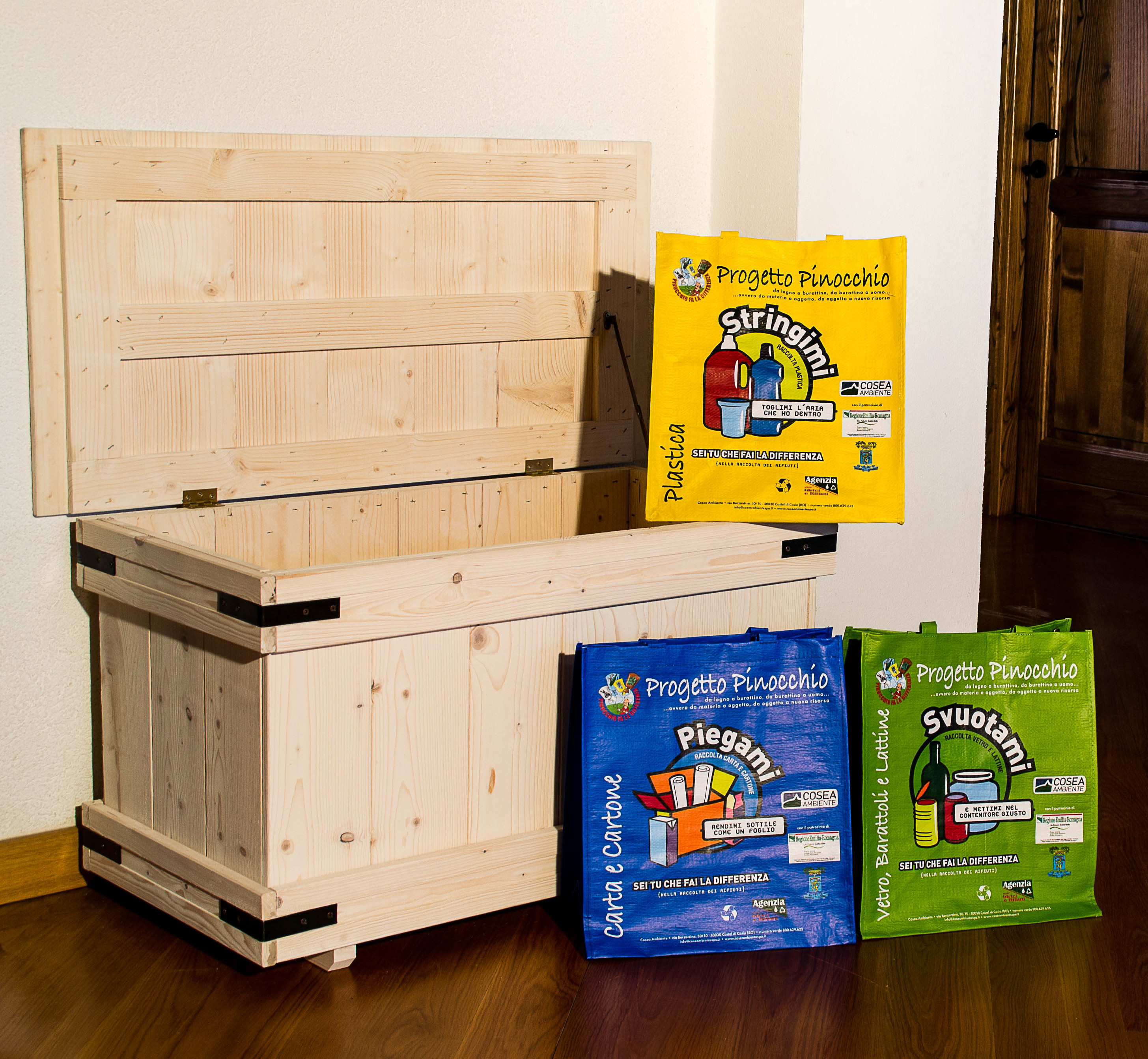 Cassapanca in legno per raccolta differenziata abete om legno - Contenitori raccolta differenziata per casa ...