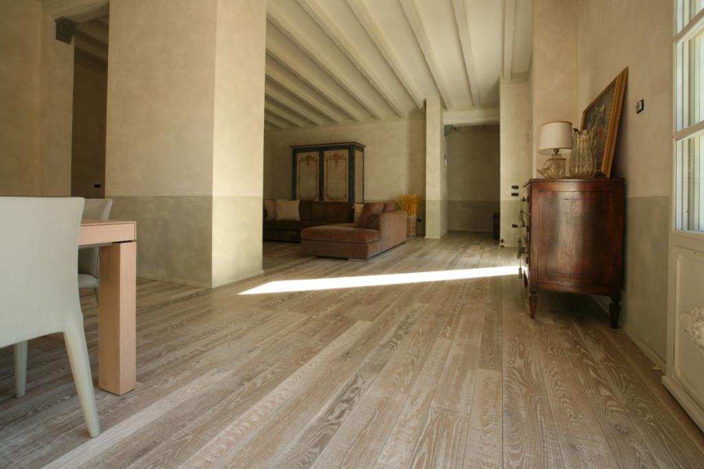 pavimento-legno-rovere-rustico
